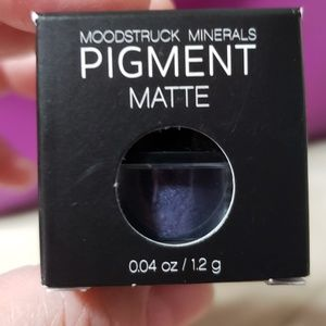 Younique Mineral Eye Pigment ~ Twitterpated